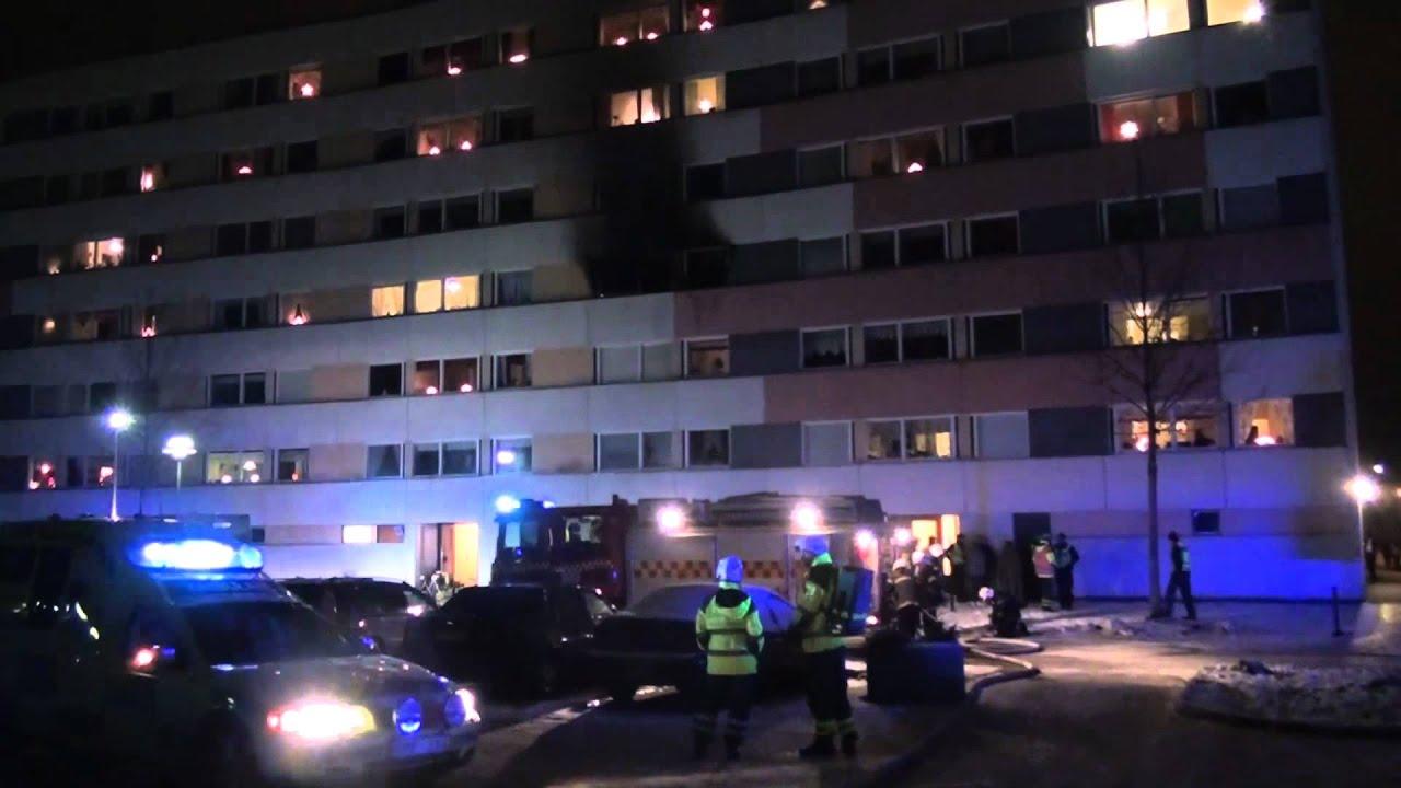 2011 12 22 kraftig lägenhetsbrand i nyköping   youtube