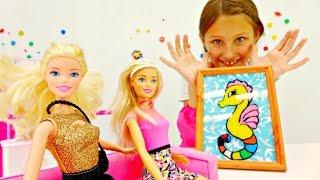 Барби отмечает день рождения.Видео для детей.Поделки из пластилина:рамочка. Креатив