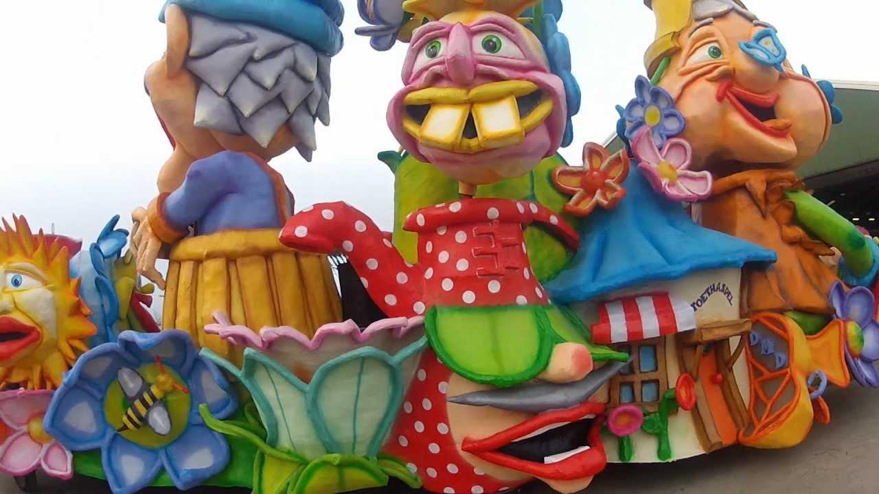 Doe Mar Dillies 2013 Opbouwen Carnavalswagen Oijen