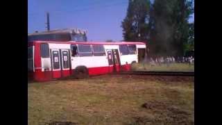 Sosnowiec - pociąg wjeżdża w autobus