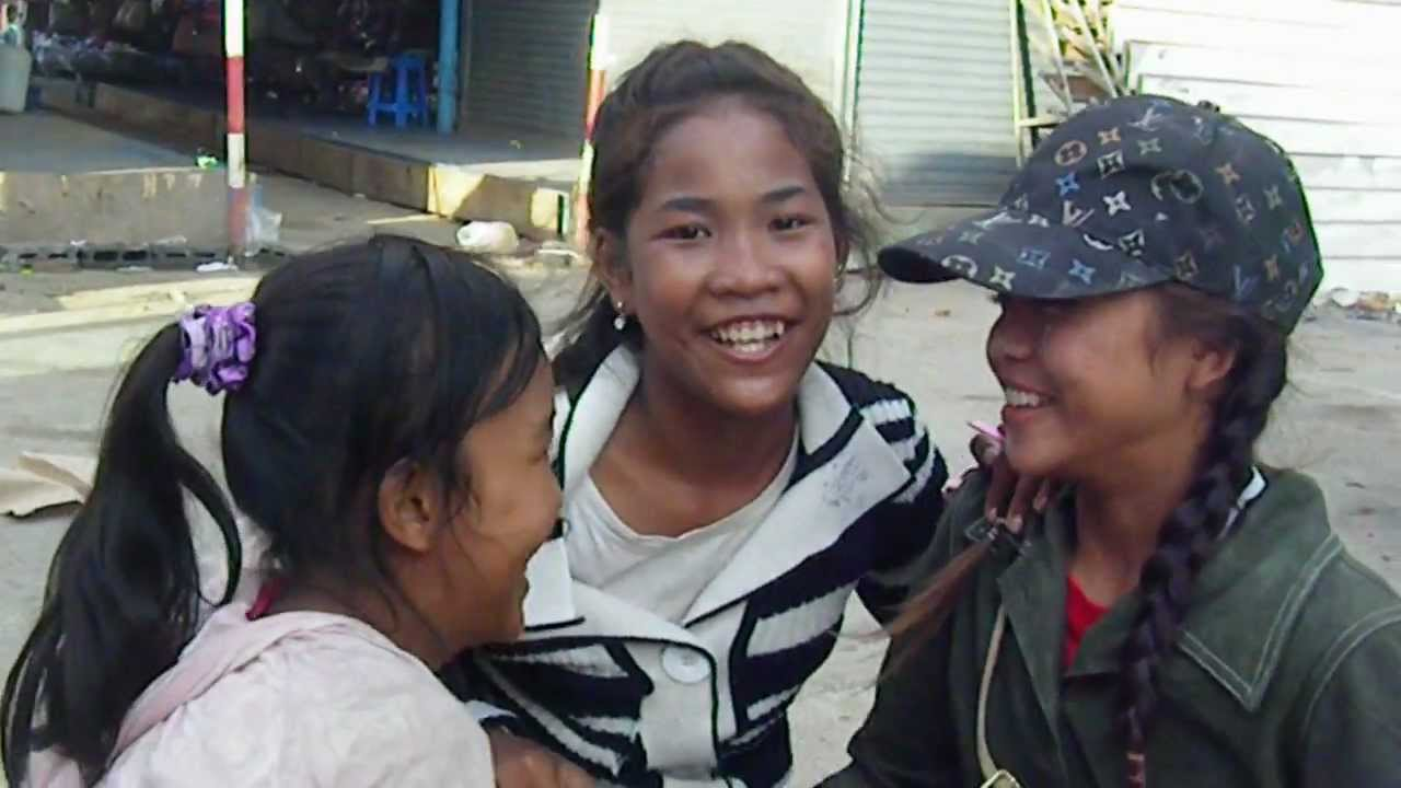 カンボジアのストリートチルドレン - YouTube