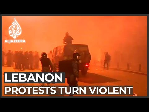 Lebanon: Anti-government protesters try to storm Parliament building