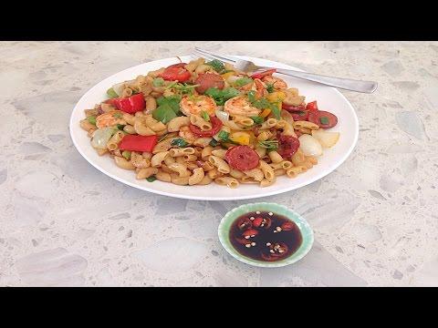 Stir Fried Elbow Macaroni with Shrimp and Hot Links - Nui Xao Thap Cam