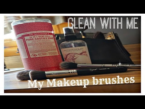 HOW I CLEAN MY MAKEUP BRUSHES / DR. BRONNER'S CASTILE SOAP / DANIELA DIARIES