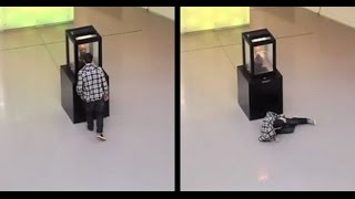 Don't Look Into The Eyes! Funny Prank Scares Museum Visitors