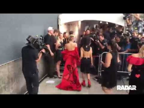 Miley Cyrus arrives at amfAR event