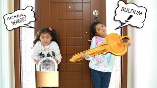 Öykü ve Masal Kilitli Kaldı Acaba Anahtar Nerede ? Door is Locked Funny Kids Video