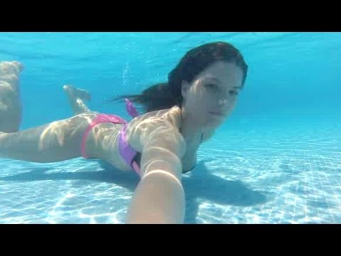 Maya Swimming Underwater on Holiday in Spain, serbia belgrade uzivo zagreb