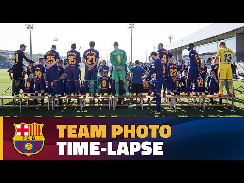 FC Barcelona's 2017 team picture in less than 1 minute