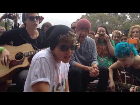 Beside You - 5 Seconds Of Summer (Perth Acoustic)