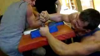 Я почти выиграл.Армрестлинг (arm wrestling ) 66 кг против 100 кг , 2007 год