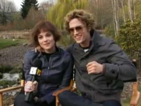 Ashley Greene & Jackson Rathbone talk about the Cullen crest.