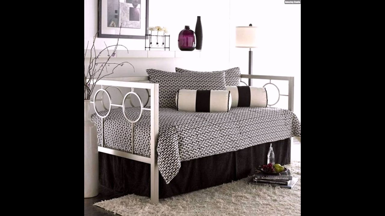 gem tliche sitzecke tagesbett metall wohnzimmer gestalten ideen youtube. Black Bedroom Furniture Sets. Home Design Ideas
