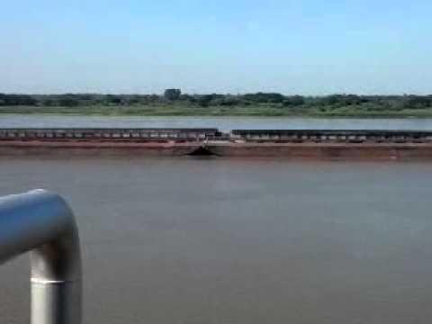Remolcadores sobre elrio Paraguay