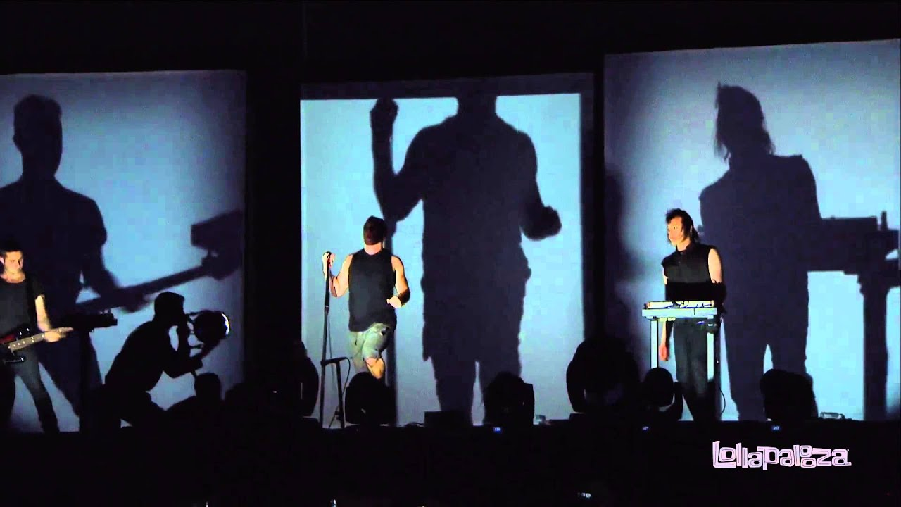 Nine Inch Nails - Sanctified (Live) - YouTube