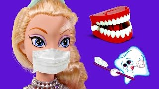 Dr. Elsa the Dentist fixes Harley Quinn's Yellow Teeth | Barbie Superhero Episodes on DCTC