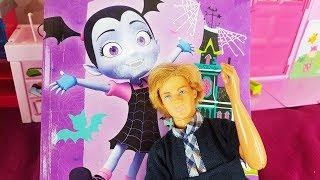Barbie Po Polsku - JAKIE BAJKI OGLĄDA KAJA? VAMPIRINA - zabawki bajki dla dzieci