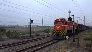 7802次貨物列車通過石龜車站