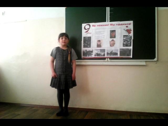 Изображение предпросмотра прочтения – КаринаПостнова читает произведение «На фотографии в газете» Р.Ф.Казаковой