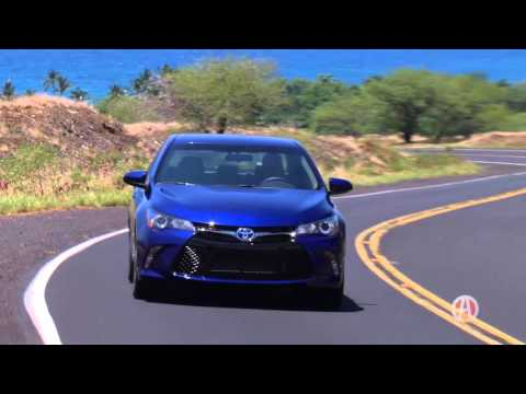 2016 Toyota Camry Hybrid | Real World Review | Autotrader