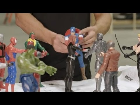 Chris Hemsworth smashes Marvel toys