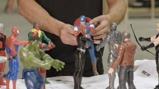 Chris Hemsworth smashes Marvel toys
