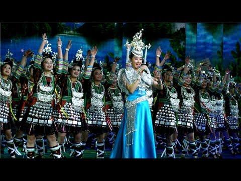 [2011年春晚]歌曲:《天藍藍》 演唱:宋祖英 - YouTube