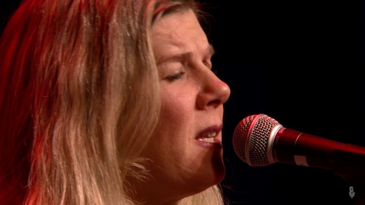 Download Dar Williams - As Cool As I Am (eTown webisode #1116)