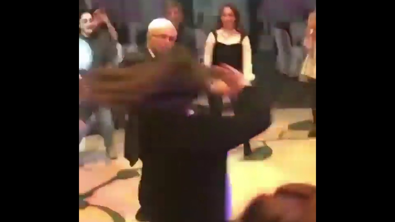 Ինչպե՞ս է Տիգրան Մանսուրյանը պարում Aram MP3 feat. 3.33-ի երգի տակ