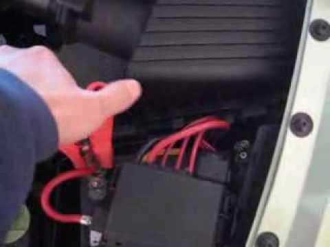2013 08 09 recharge battery vw beetle youtube. Black Bedroom Furniture Sets. Home Design Ideas