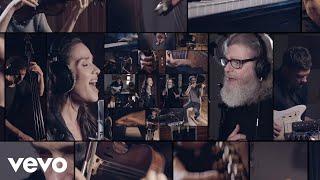 Bajofondo, Natalia Oreiro - Будем танцевать (Listo Pa'Bailar - Video Oficial)