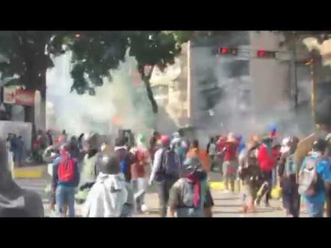 Así esta la fuerte represión en Caracas por parte de la GNB