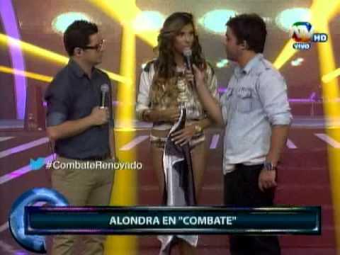 Combate: Alondra García Miró apareció con la bandera del Corinthians