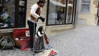 Уличный кукловод в Кольмаре