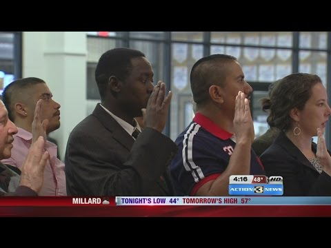 30 Omaha residents becoming US citizen