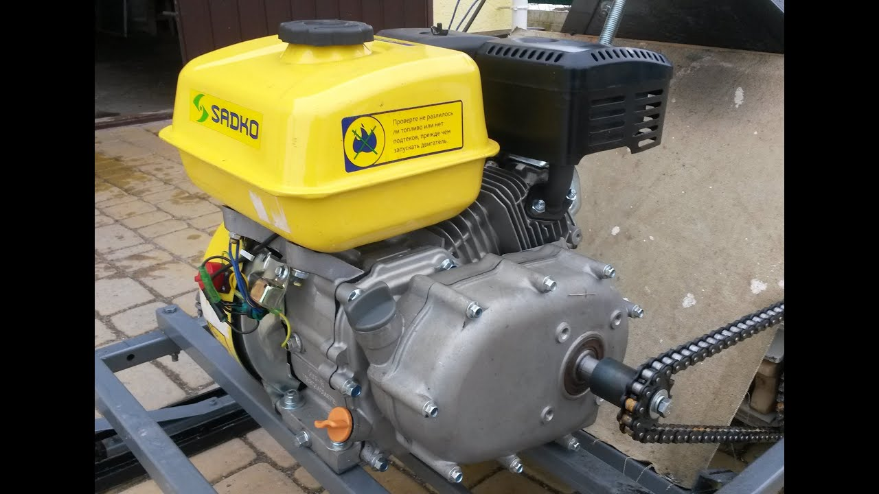 The engine with gearbox and automatic clutch for snowmobile or .