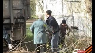 Старое дерево упало прямо на жилой дом(, 2013-05-08T14:14:49.000Z)