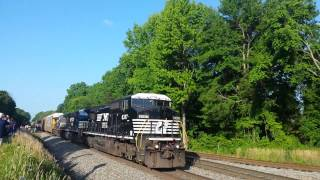 Norfolk Southern RS3L Shave And a Haircut horn show