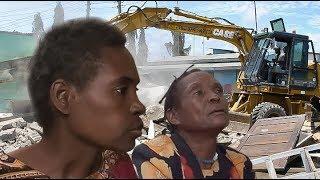 INASIKITISHA! Abomolewa Nyumba Akiwa Ndani