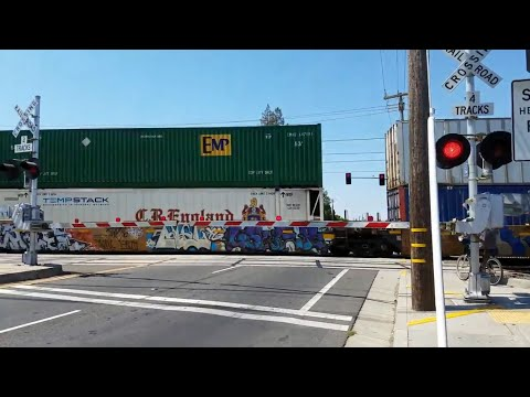 Union Pacific 8078 Intermodal Northbound and Sacramento Light Rail, Fruitridge Road, Sacramento CA