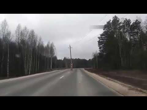 Столб посреди дороги в России