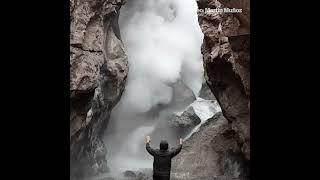 Así de impresionante es el volcán Domuyo por dentro: géiseres, agua hirviendo y vapor