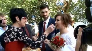 Видеоработа Доктора Шклова - встреча молодых из ЗАГСа