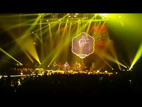 COLDPLAY LIVE Bell Center 2017  (beginning of show)