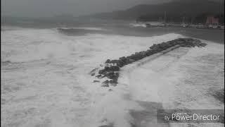 Mare forza 9 Allerta Meteo rossa Liguria