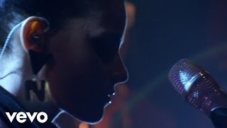 Nelly Furtado - Say It Right (AOL Sessions)
