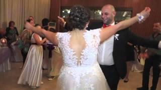 Циганка се опитва да развали сватбата