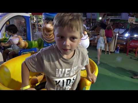 JAYDEN ZIT VAST IN TRAMPOLINE ATTRACTIE - KOETLIFE VLOG - #453