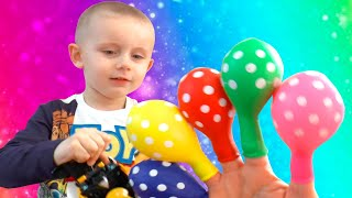 Funny Timur Bermain Mengisi air Dalam balon Daddy Finger Nursery Rhymes \ Learn Colors with Balloons