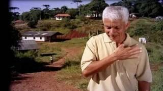 Repeat youtube video Alcides na Escola Kaingang - Programa História do Professor